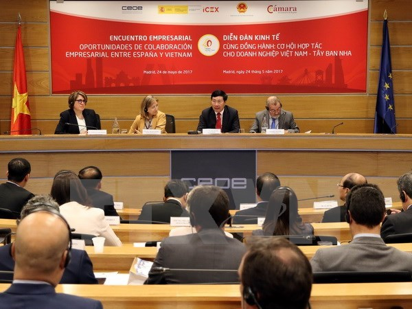 Deputy PM chairs Vietnam-Spain business forum hinh anh 1