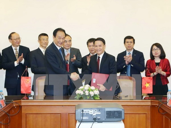 VNA, Xinhua sign new cooperation agreement hinh anh 1
