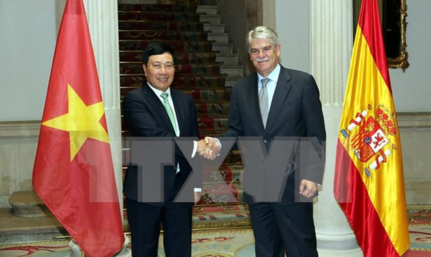 Top diplomats highlights Vietnam-Spain sound cooperation hinh anh 1