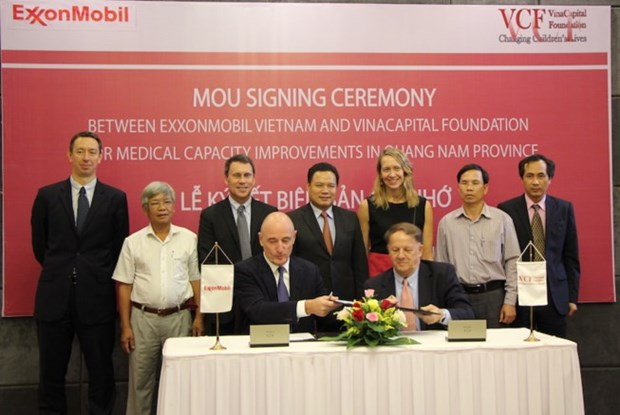 ExxonMobil funds medical equipment purchase in Quang Nam hinh anh 1
