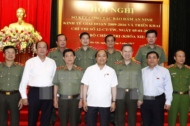 Police force plays crucial role in ensuring economic security hinh anh 1