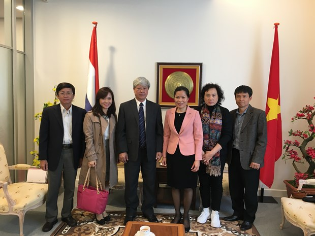 Communist Review seeks cooperation with Dutch press hinh anh 1