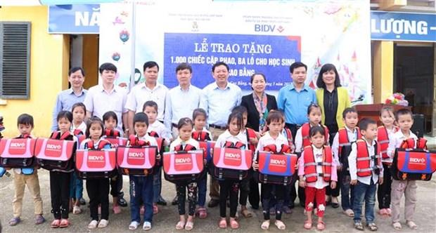 Cao Bang students get support hinh anh 1