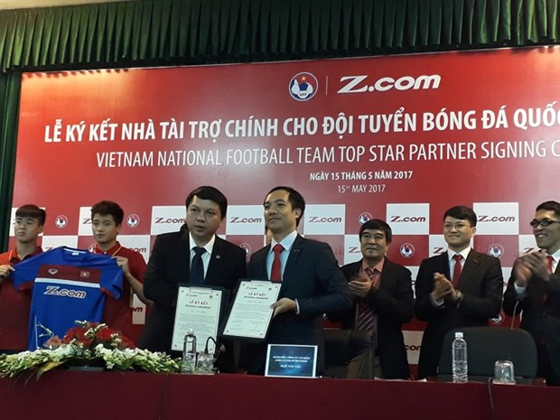 Z.com continues to be national football teams' main sponsor hinh anh 1