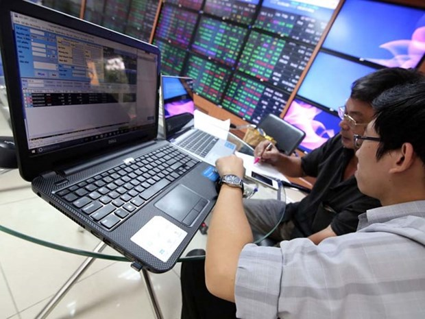 Shares up on few blue chip gains hinh anh 1