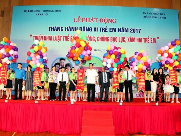 Action month for children 2017 launched hinh anh 1