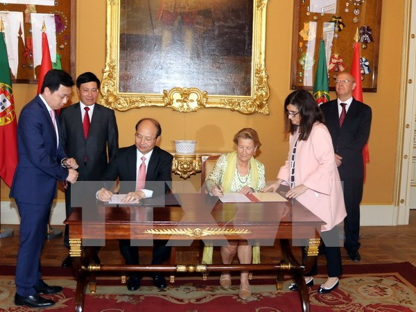 Vietnam, Portugal discuss ways to enhance relations hinh anh 1