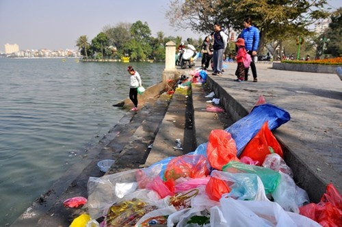 Environmental tax hikes planned for HCFC, plastic bags hinh anh 1