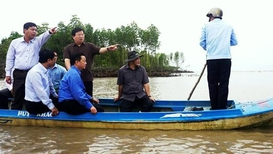 Deputy PM urged protecting lives, properties of residents in eroded areas hinh anh 1