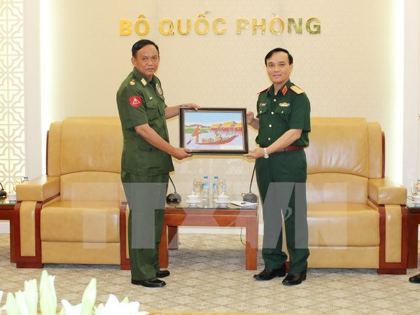 Top military officer receives Myanmar army delegation hinh anh 1