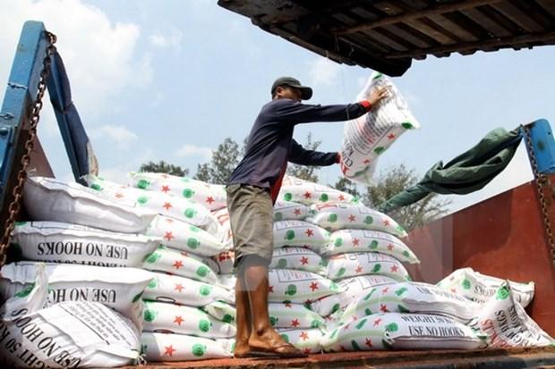 Vietnam runs trade deficit of 2.7 billion USD in five months hinh anh 1