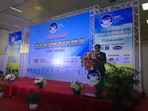 First Vietnam dairy fair opens in Hanoi hinh anh 1