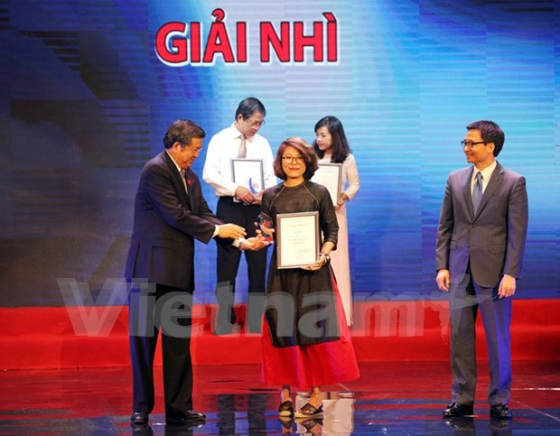 External information awards contribute to improving service's efficiency hinh anh 1