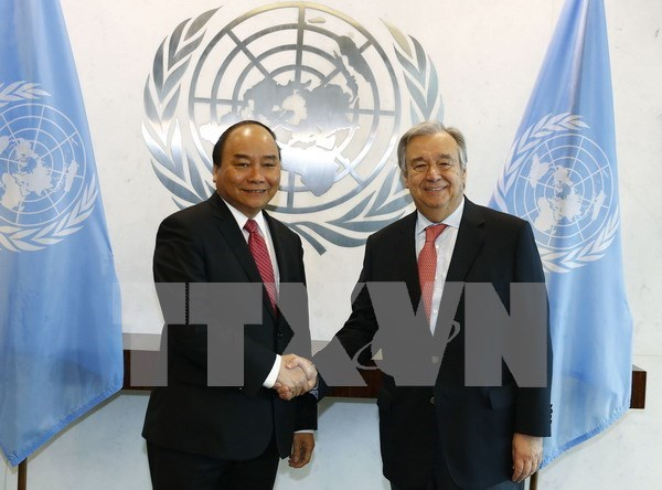 PM Nguyen Xuan Phuc holds talks with UN Secretary General hinh anh 1