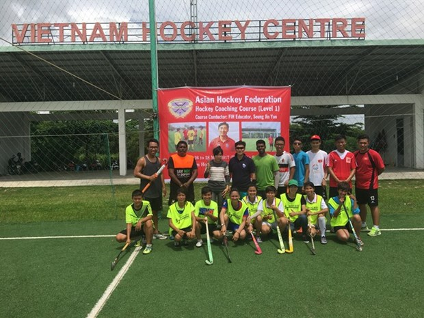 VN holds first ever field hockey coaching course hinh anh 1