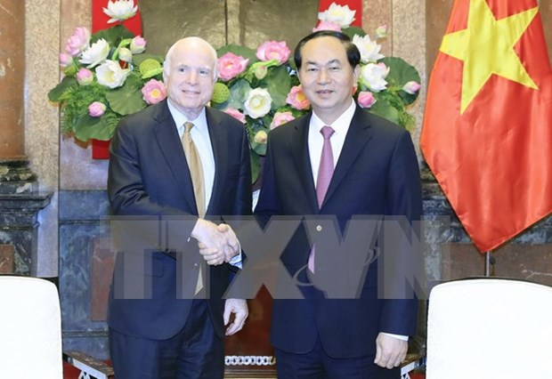 President welcomes US Senator John McCain hinh anh 1