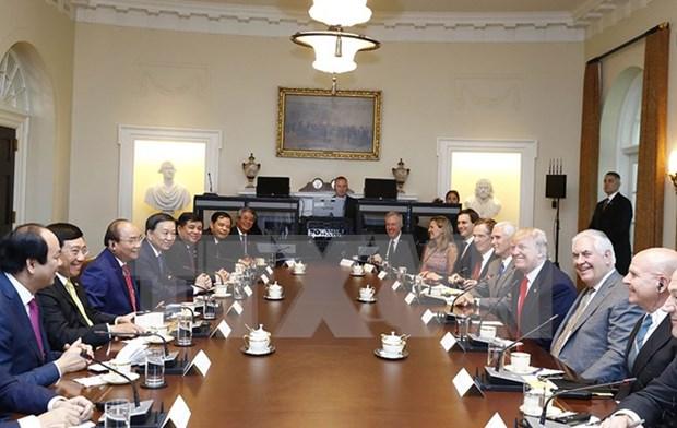 PM Phuc, President Trump talk ways to advance Vietnam-US ties hinh anh 2