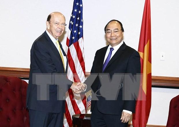 PM Nguyen Xuan Phuc greets US Secretary of Commerce hinh anh 1