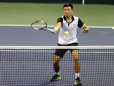 Ly Hoang Nam sets VN record for tennis ranking hinh anh 1