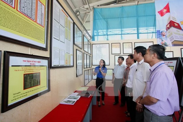 Quang Tri celebrates World Oceans Day with exhibition on islands hinh anh 1
