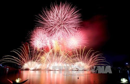UK, Australia, Italy to compete at Da Nang firework festival's final night hinh anh 1
