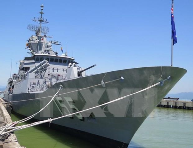 Australian navy ship HMAS Ballarat visits Da Nang hinh anh 1