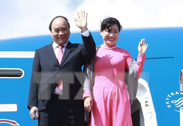Prime Minister arrives in Tokyo for official visit to Japan hinh anh 1