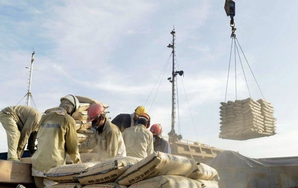 Cement export tax burdens domestic firms hinh anh 1