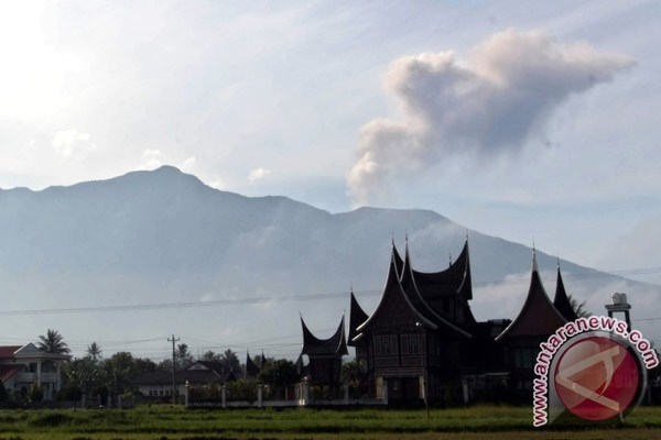 Indonesia: Marapi volcano in West Sumatra erupts hinh anh 1