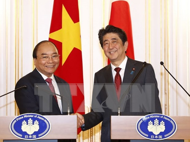 Vietnamese, Japanese PMs agree on orientations for future ties hinh anh 1