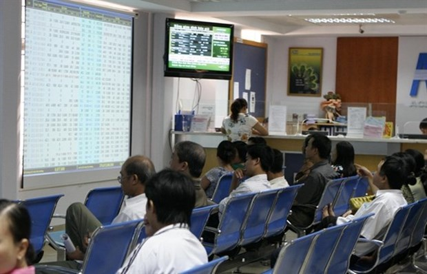 Bank shares lift VN-Index over threshold hinh anh 1