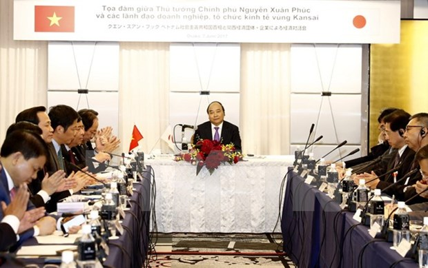 PM assures support for Japanese enterprises hinh anh 1