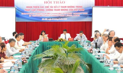 Seminar seeks to improve Vietnam's sanctions against corruption hinh anh 1