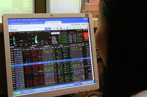 Shares trend down on profit-taking hinh anh 1
