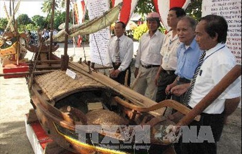 Exhibition spotlights Vietnam's sea, island culture heritages hinh anh 1