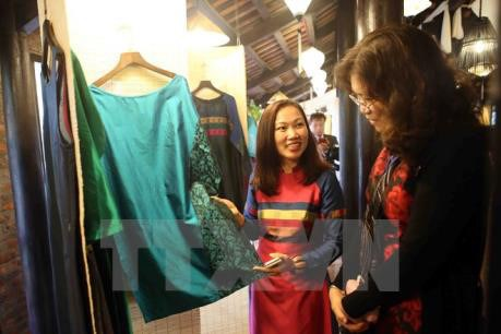 Quang Nam: Int'l Silk and Brocade Culture Festival opens hinh anh 1