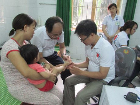 Free health check-ups for children in Tuyen Quang province hinh anh 1