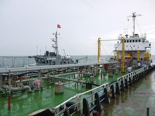 Fuel smuggling on the rise in Vietnamese waters hinh anh 1
