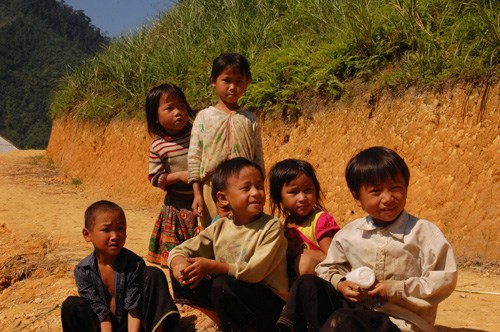 Border, poor residents in Long An, Dak Lak get support hinh anh 1