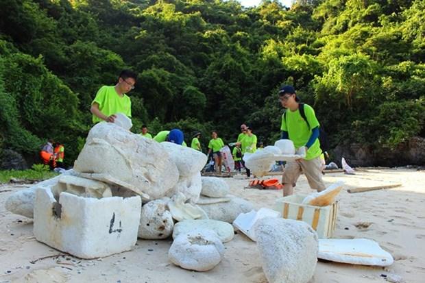 Green, charitable activities during Nha Trang Sea Festival hinh anh 1