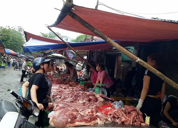 Firms promote pork demand, farmers struggle hinh anh 1