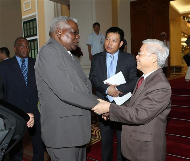 Party leader urges stronger ties with Cuba hinh anh 1