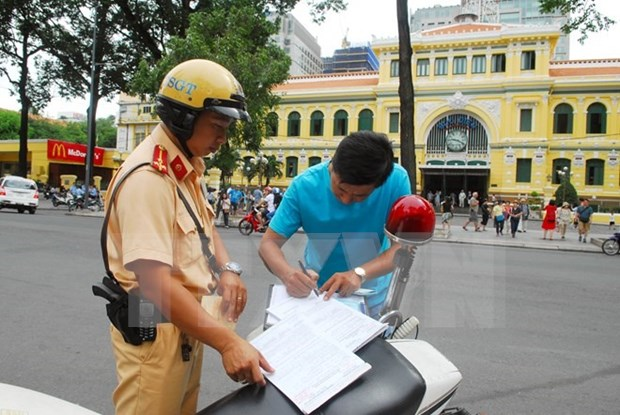 Experts: Vietnam lacks traffic culture hinh anh 1
