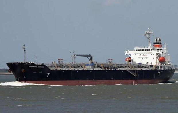 Rescuers asked to avoid pollution in saving stranded foreign tanker hinh anh 1
