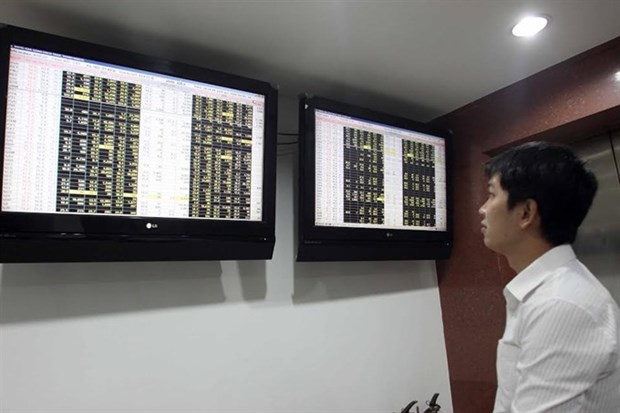 Shares rise on energy, banks hinh anh 1