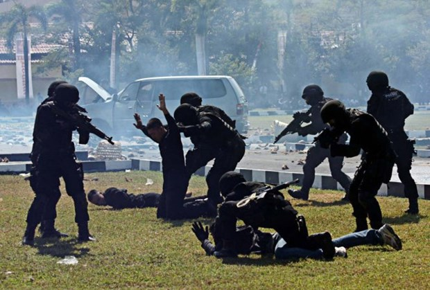 Indonesian newspaper: ASEAN needs stronger solidarity to prevent IS hinh anh 1