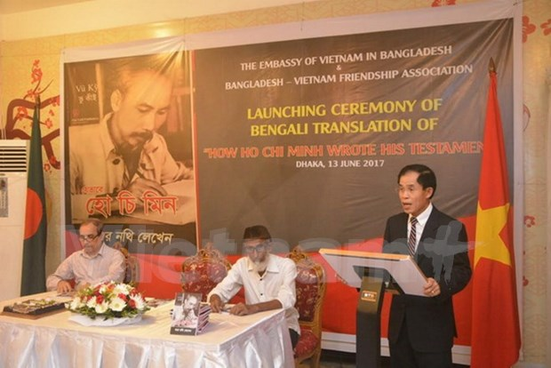 Book on President Ho Chi Minh introduced in Bangladesh hinh anh 1