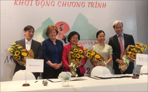 Ethnic minority girls to earn college scholarships hinh anh 1