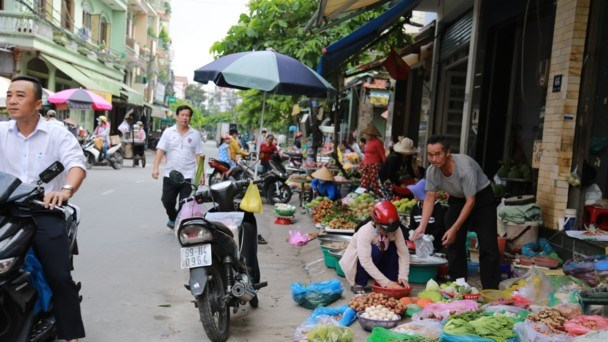 HCM City plans to clear illegal street markets hinh anh 1