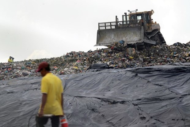 People to monitor city's landfills in HCM City hinh anh 1